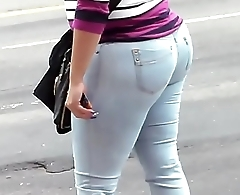 BIG BOOTY DOMINICAN MATURE IN JEANS CANDID - Pumhot.com