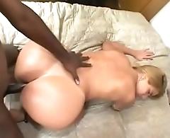Brazilian heavy booty - Pumhot.com